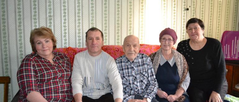 21 января ис- полнилось 90 лет жителю Емвы Сергею Павловичу ГОЛОЛО- БОВУ
