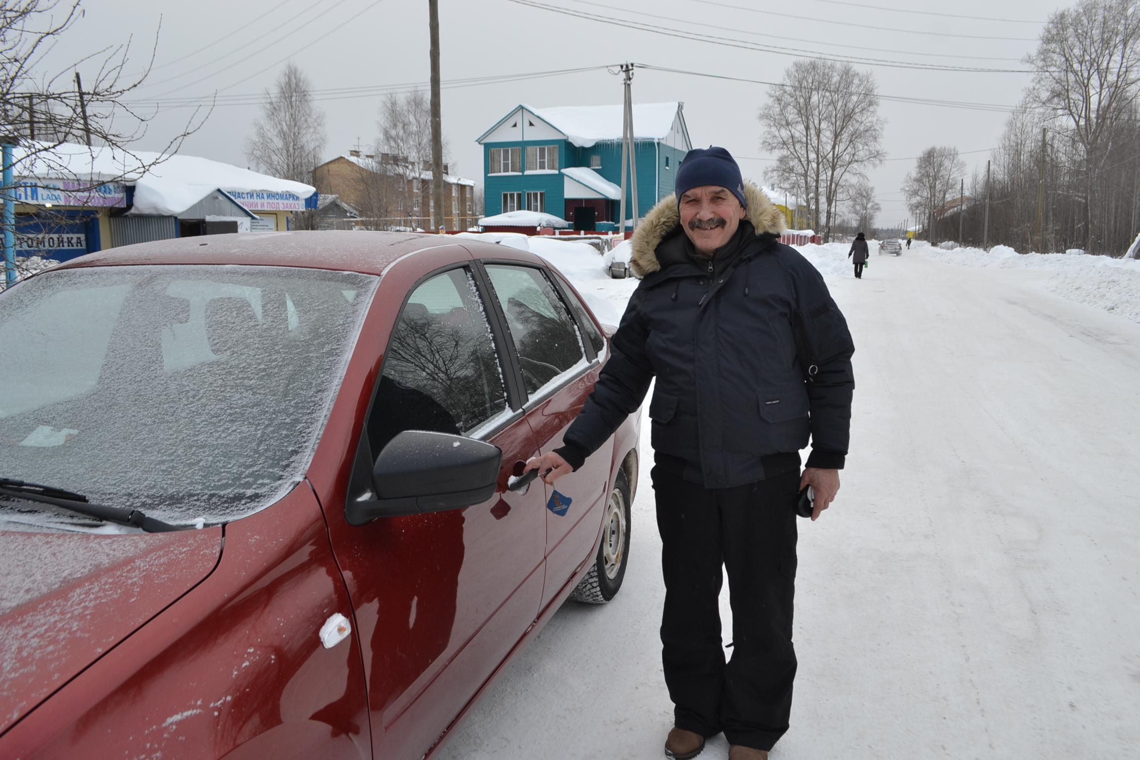 Евгений БРЕЗГИН - известный спортсмен, тренер, руководи- тель в спортивных кругах нашего района.