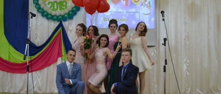 По-семейному теплым выдался праздничный вечер в средней школе № 2 им. А. Ларионова.