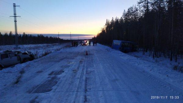 В Княжпогостском районе водитель внедорожника протаранил автобус